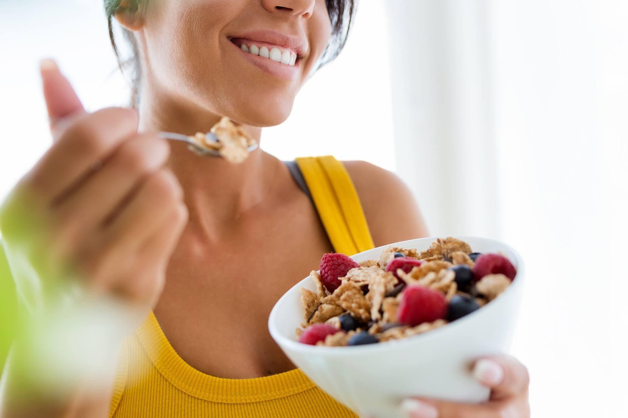 https://www.themaasclinic.com/wp-content/uploads/2020/01/healthy-eating-e1593871854884.jpg